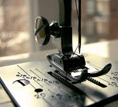 Aprende que hacer cuando la máquina de coser se desenhebra